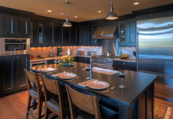 Edgemont Condominiums: Kitchen