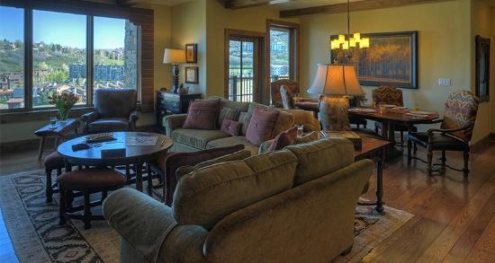 Edgemont Condominiums: Living Room