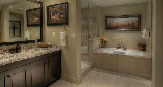 Edgemont Condominiums: Bathroom