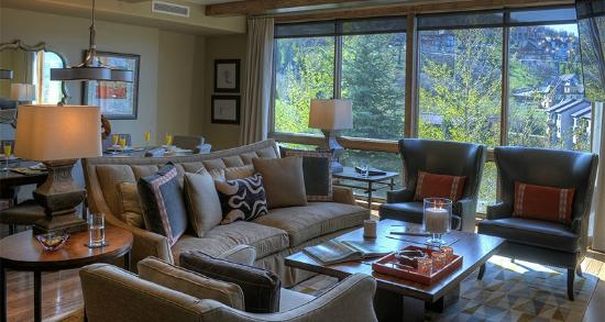 Edgemont Condominiums: Living Room
