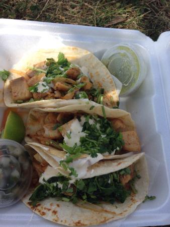 R&R Taqueria: Fish Tacos at the R & R Taqeria