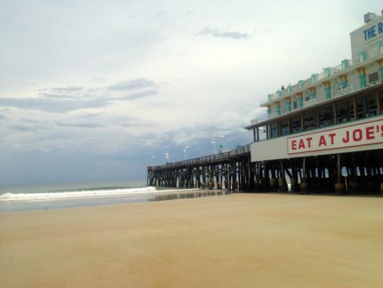Beach At Daytona Pier And Restaurants