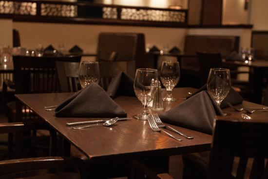 Alice's Steak & Sushi : Table