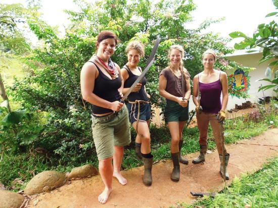 Villas Mastatal : mujeres con machetes