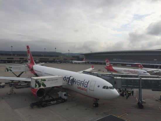 Kloten, Switzerland: Вид со смотровой площадки аэропорта Цюриха