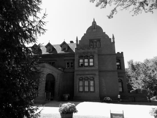 Ventfort Hall Mansion and Gilded Age Museum: Front entrance
