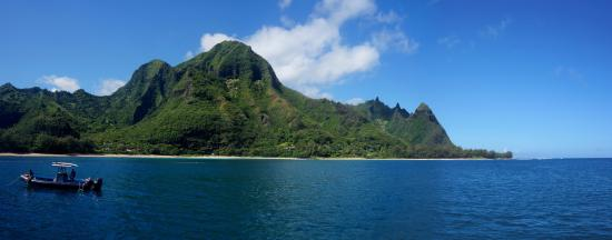 Na Pali Sea Breeze: Snorkeling at Tunnels Beach