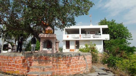 Raichur, Indien: Tembe swamy cave temple, Kuravpur