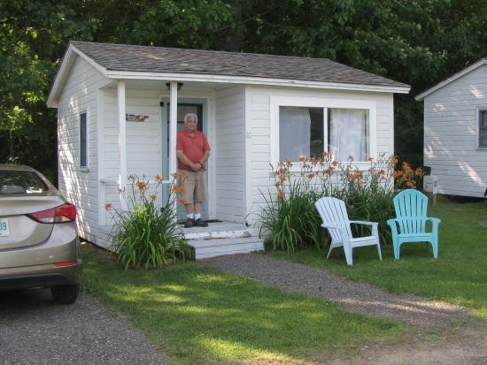Oakland Seashore Motel & Cabins: One room cabin - two queen size beds.