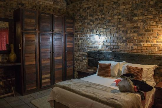 Gomo Gomo Game Lodge: 2 bed chalet