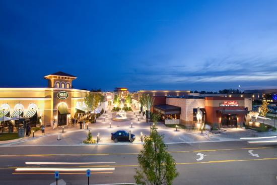 ‪The Mall at Partridge Creek‬