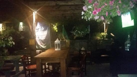 Sneem, Irland: Beer garden