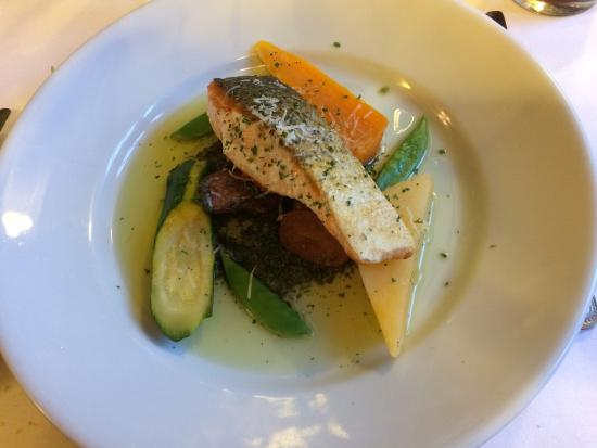 Glenmoriston Arms Hotel : Grilled Fillet of Scottish Salmon