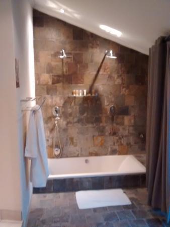 Namutoni Camp: Double room bathroom
