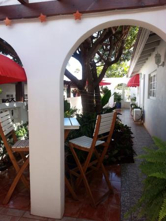 My Aruban Home: Patio Compartido