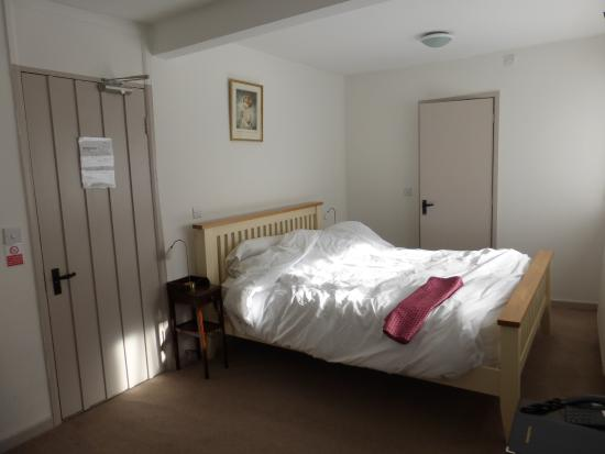 The Blenheim Buttery: Nice clean room