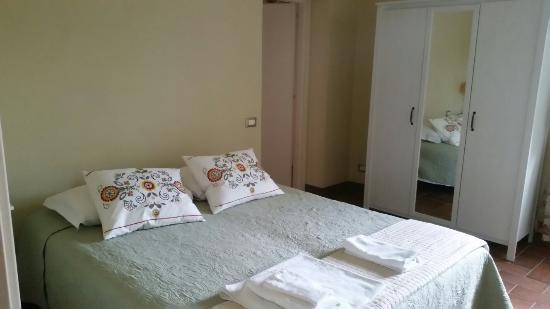 Camere in stile provenzale, molto pulite e ben tenute. - Picture of ...