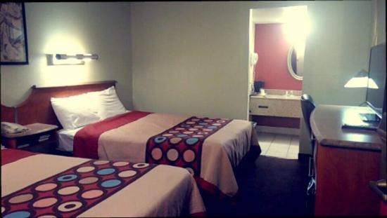 Super 8 Eloy: This is the room I stayed in