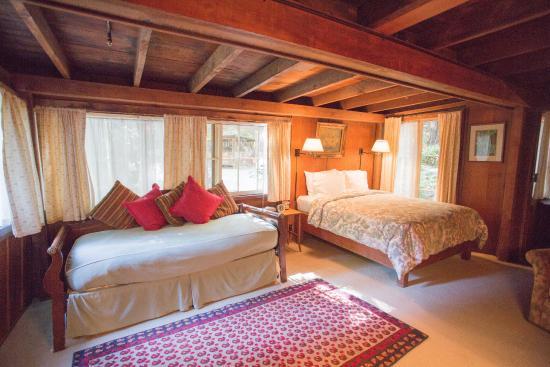 Deetjen's Big Sur Inn: Lower Creek Cabin