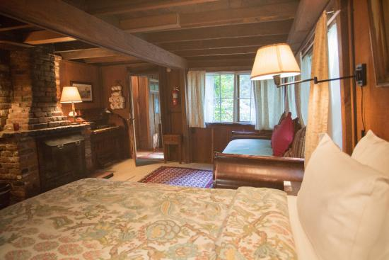 Deetjen's Big Sur Inn: Lower Creek Cabin