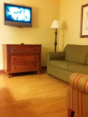 Country Inn & Suites By Carlson, Manchester Airport: Living room part of suite.