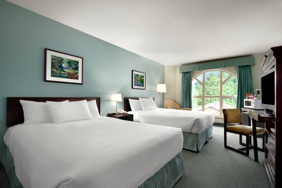 Harrison Lake Hotel: Two Queen Beds Room
