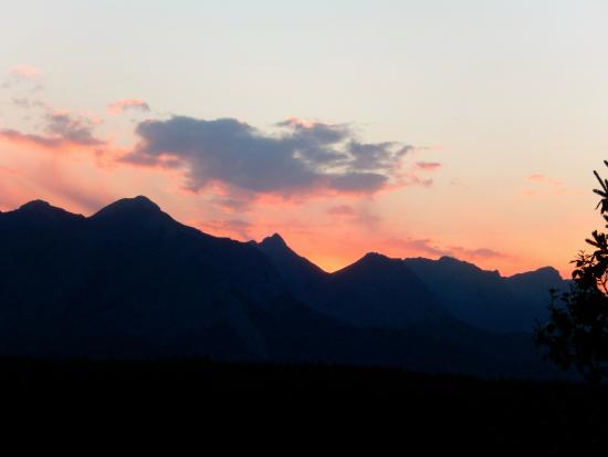 Wyndswept Bed and Breakfast: Beautiful Jasper sunset.