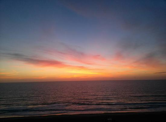 Econo Lodge Oceanfront: Sunrise from private balcony