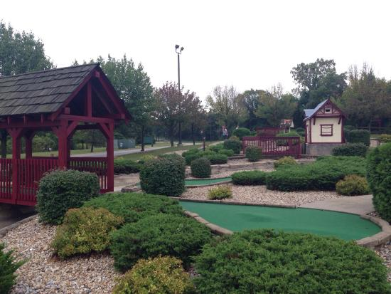 Holiday Inn Club Vacations Fox River Resort: Golf course and accommodation