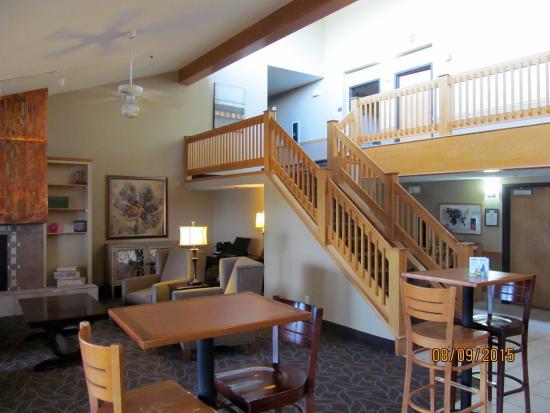 AmericInn Hotel & Suites Bay City : Nice-looking lobby.