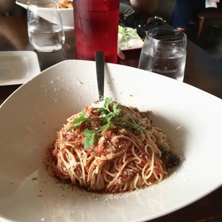 Casa Rugantino Italian Restaurant: Angel hair pasta with chicken