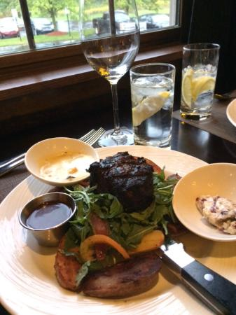 Camille's On The River: Filet on bed of Arugula