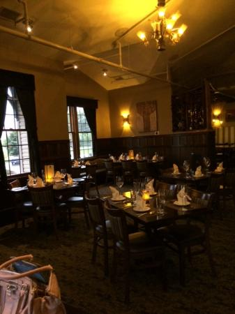 Camille's On The River: Pleasant Atmosphere