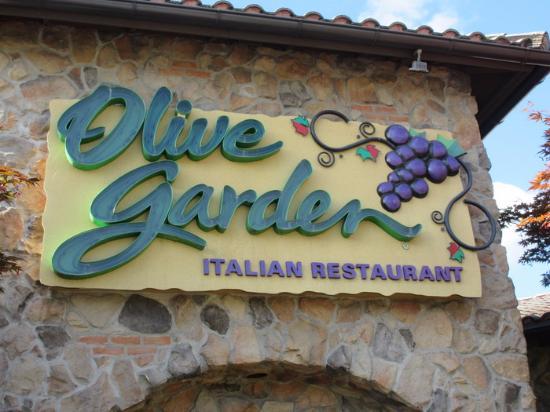 Olive Garden: Signage