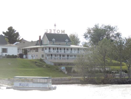 Motel Royal : le motel depuis le lac