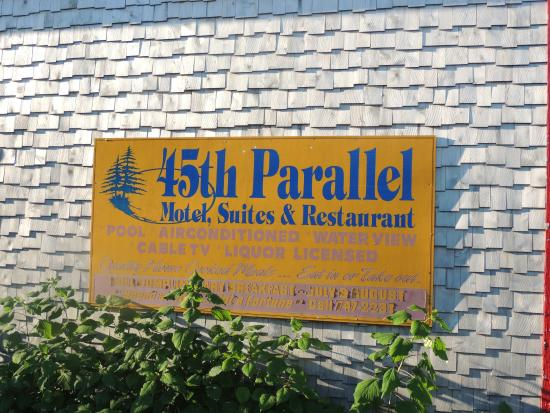 45th Parallel Motel and Restaurant: enseigne