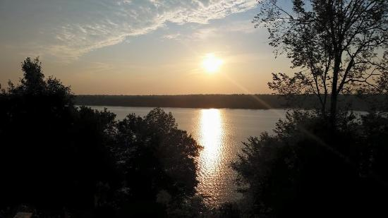 Woodhaven Country Lodge: 7am Lake View