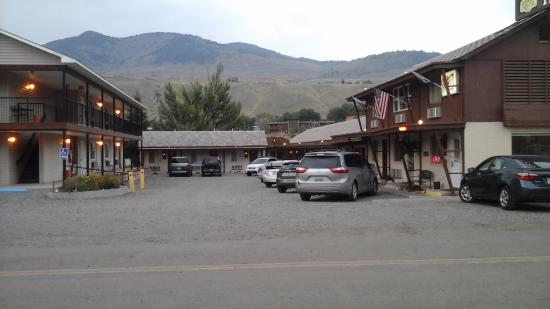 Yellowstone River Motel: Outside of hotel