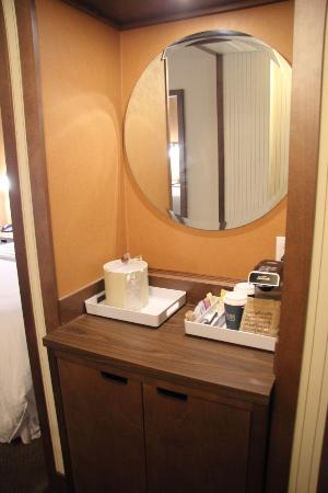 Four Points by Sheraton Edmundston: mirror
