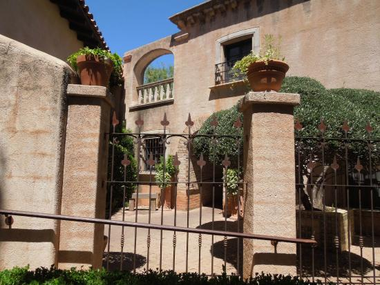 Mexican style architecture picture of tlaquepaque arts for Sedona architects