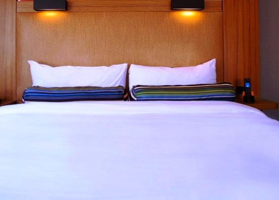 Aloft Ahmedabad SG Road: Bed