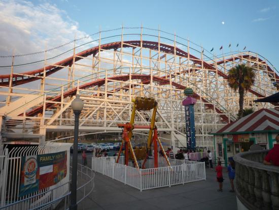 Giant Dipper Roller Coaster