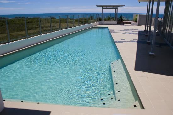 White Shells Luxury Apartments : Rooftop Terrace Pool & Spas with view of the Sea