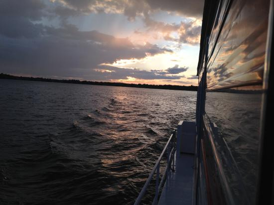 Gananoque, Canadá: Sunset on the Houseboat