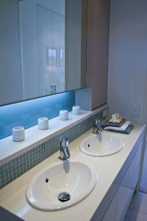 White Shells Luxury Apartments: Bathroom