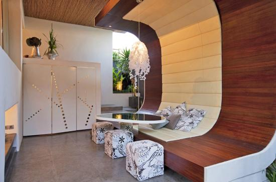 Kiss Bali: Living and Dining Area