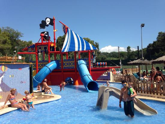 Piscines toboggans appart hotel tableau de travers for Appart hotel montpellier avec piscine