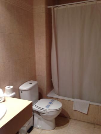 Rosamar Garden Resort: L'appart Hotel , la vendu balcon (une photo du frigo avec un cadenas au niveau de la porte et qu