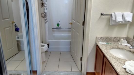 Residence Inn Charlottesville: Bath area