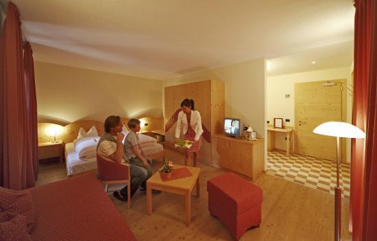 Hotel Dolomiten: Zimmer Superior für 2 - 3 Personen
